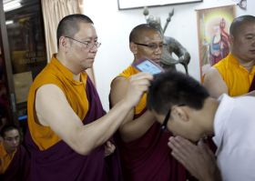 Ven. Lama Dondrup Dorje assists in the Medicine Buddha Empowerment