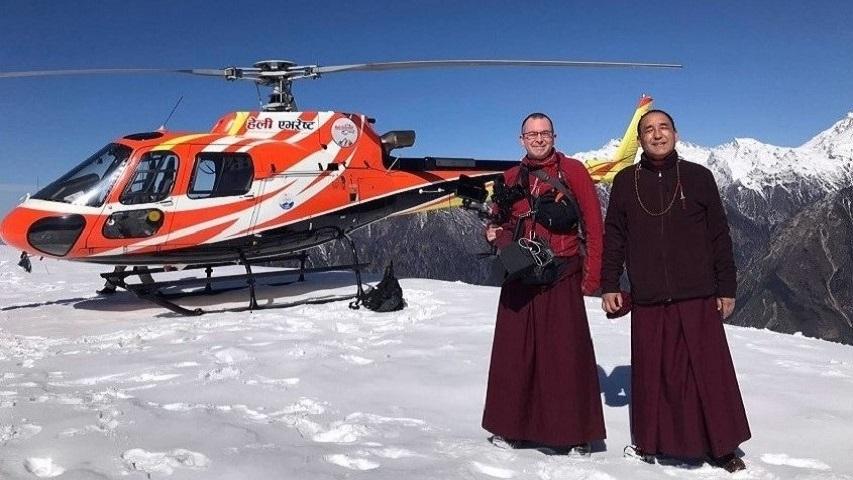 Khenpo Nyingma Dondrup cu Thupten Loday Gonpo la summit-ul Muntelui Yang Ri Khan, Nepal