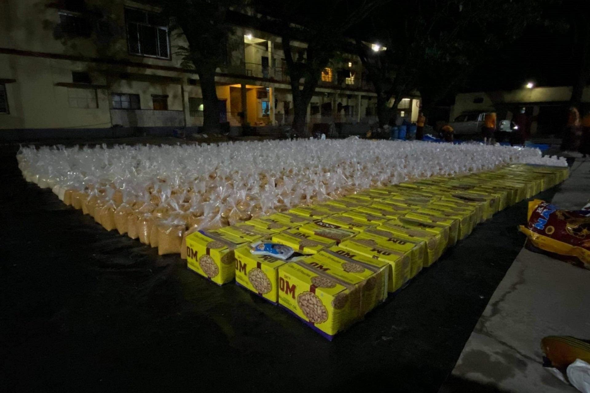 Pachete de alimente pregătite de distribuire