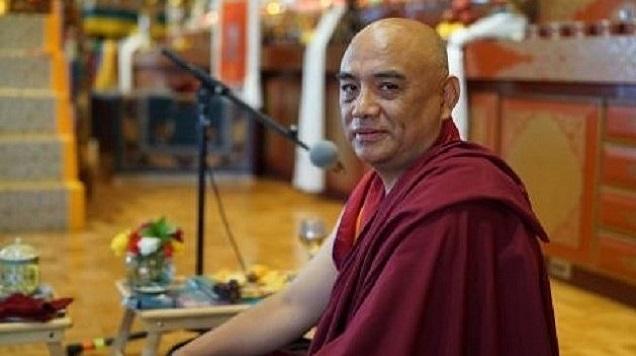 Khenpo Tenzin Norgay la Templul din Centrul de Retragere Palyul
