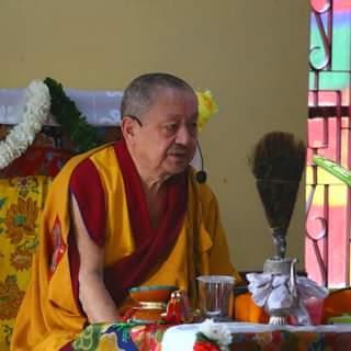 Khenchen Tsewang Gyatso Rinpoche predând la Institutul Ngagyur Nyingma