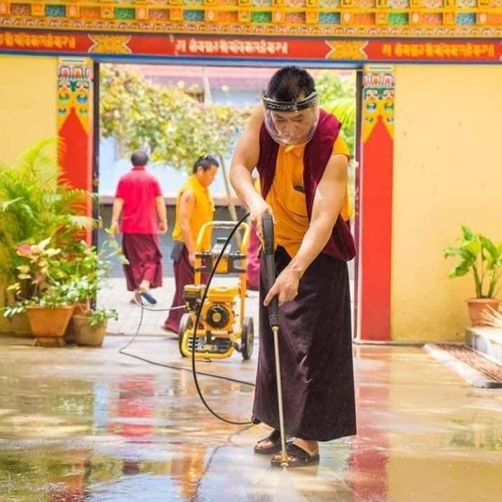Curățenia regulată utilizând jetul de apă cu mare presiune