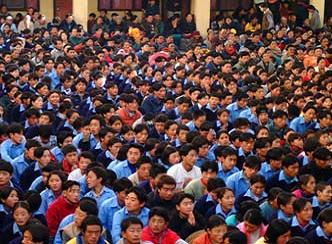 Studenți din SOS Satul Copiilor Tibetan, în Bir, India