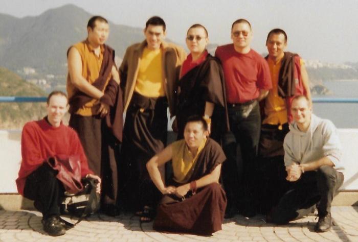 Lama Pasang (front centre) with (back left to right) Lama Rabjee, HE Musang Tulku Rinpoche, Lama Tulku, Lama Dondrup Dorje Rinpoche, and Lama Tashi, together with Pathgate students in Hong Kong, Nov 2000